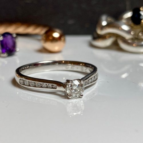 Solitarie with shoulders diamond engagement ring