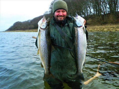 Vinterfiskeri efter havørreder i Mariager Fjord. Havørreder fanget af Jari