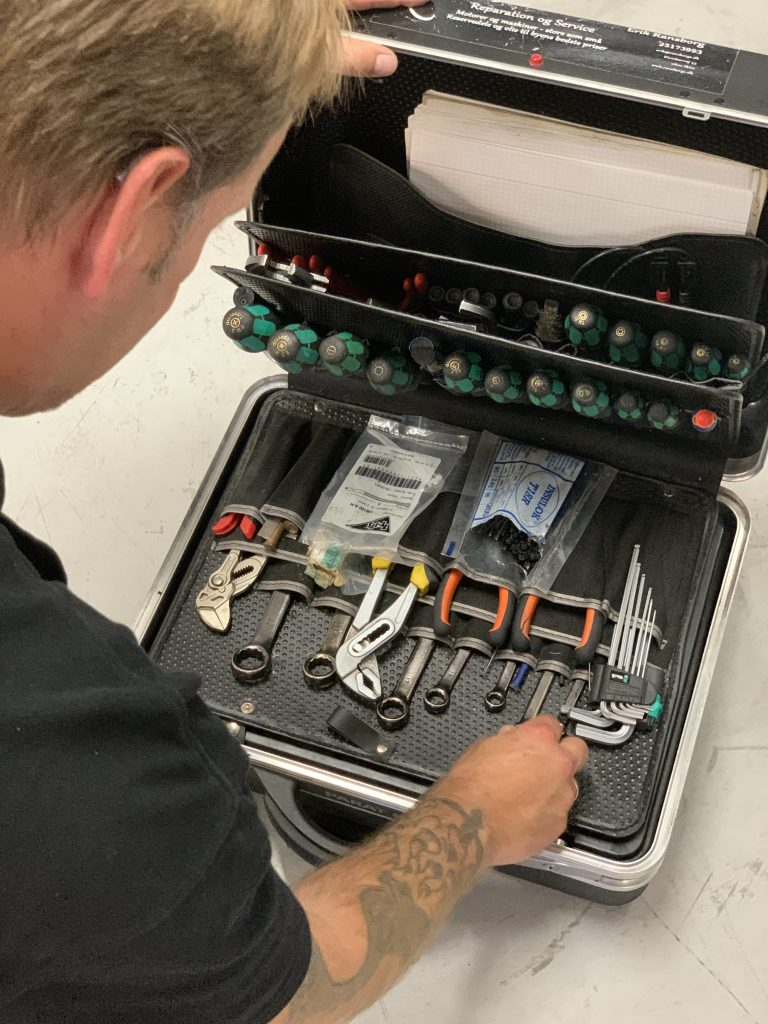 værktøjskasse til at reparere CNC maskiner med hos Ransborgs Salg og Service