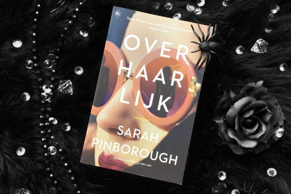 Over haar lijk – Sarah Pinborough