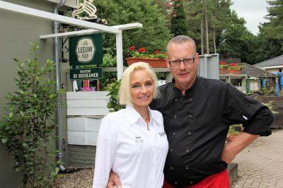 gastvrouw en gastheer Joke en Sjon Rothengatter