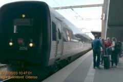 I spor 3 venter IC 51028 (2 stk: ER) på afgang 11:01