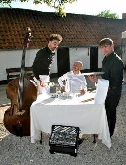 Trio De Garcons