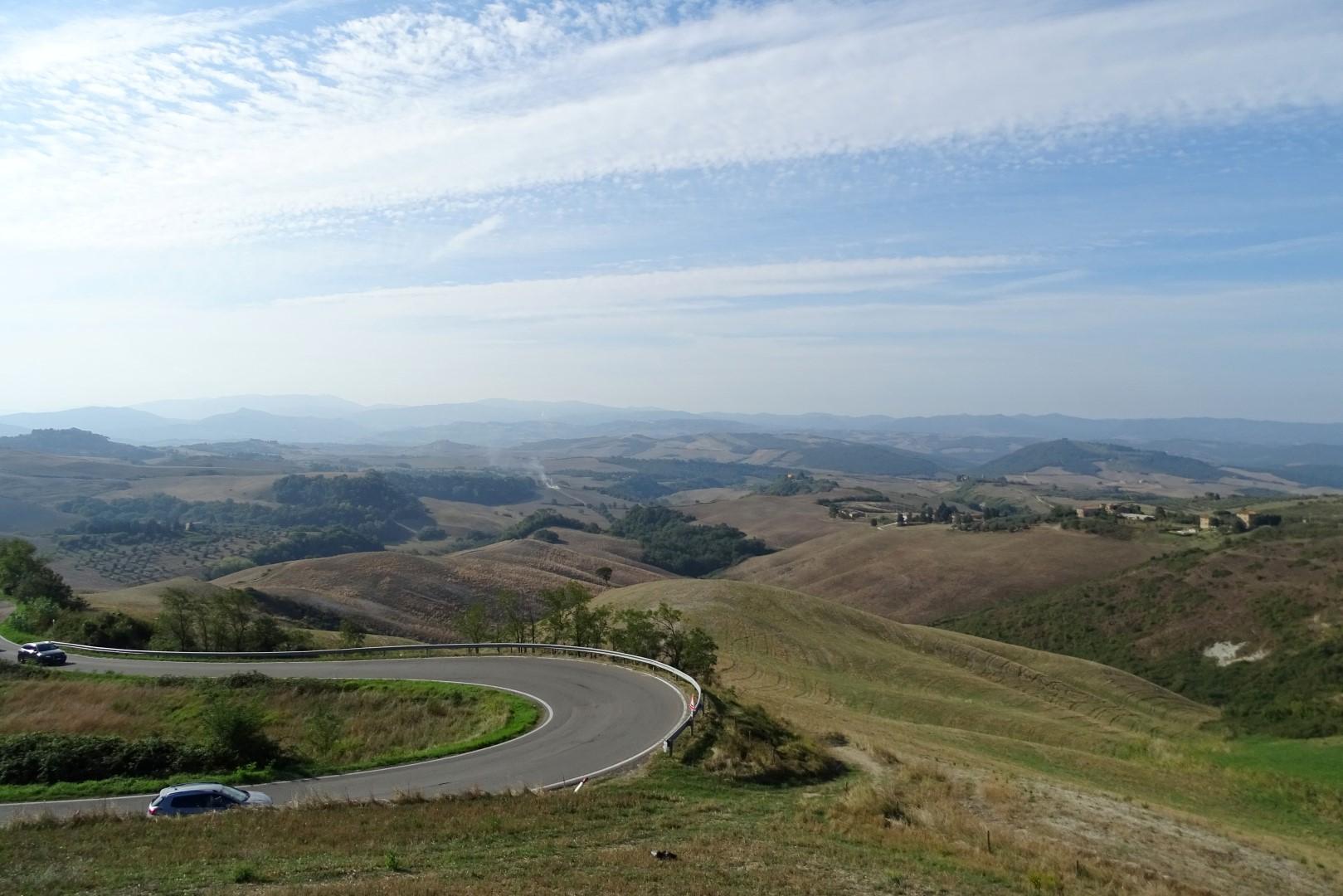 Route SR68 door het Toscaanse platteland