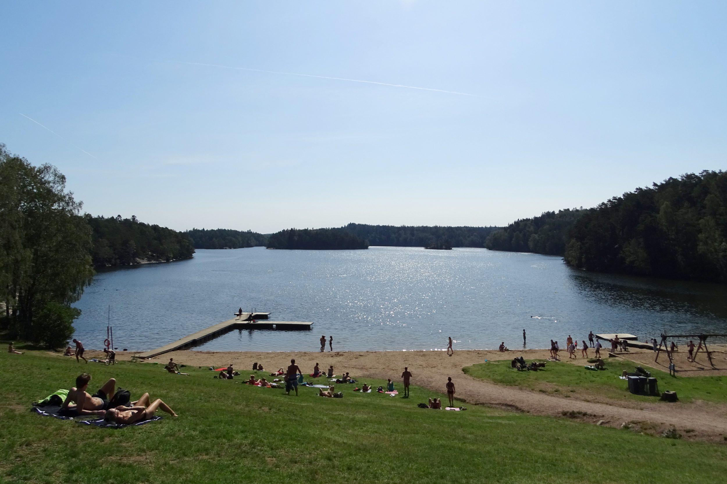 Badplaats aan het meer Stora Delsjön