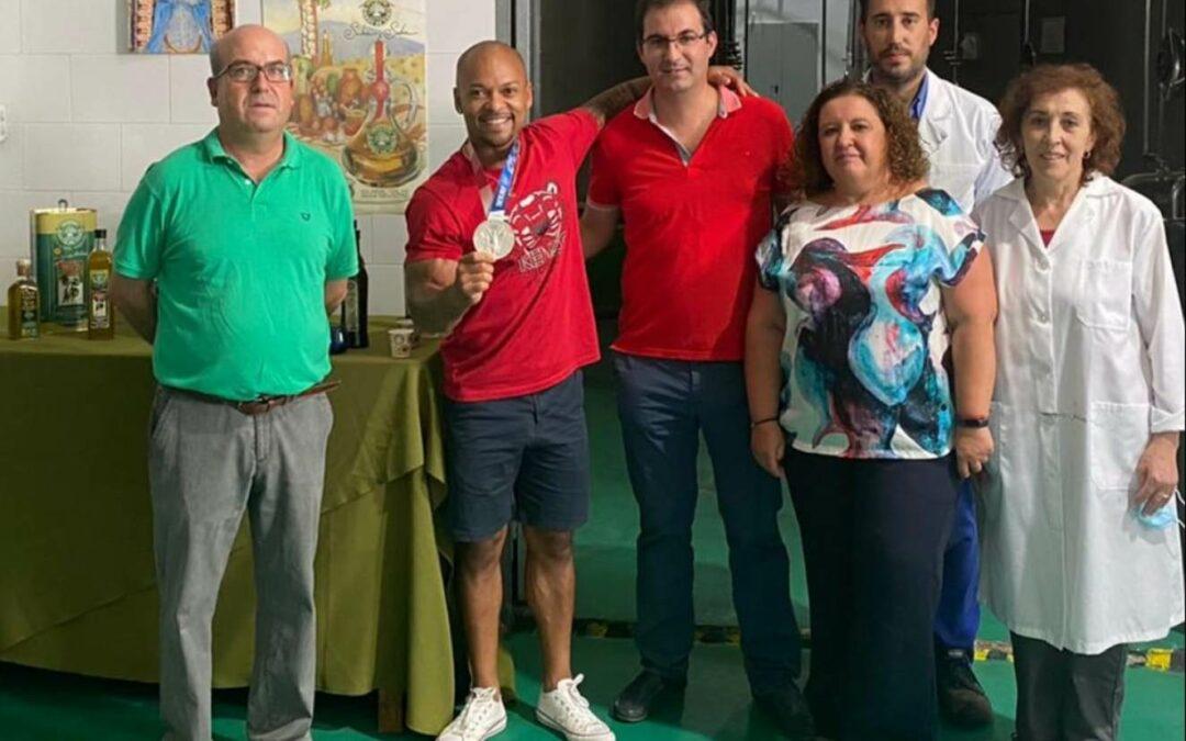Ray Zapata, medalla de plata en los JJOO de Tokyo 2021, visita nuestra almazara