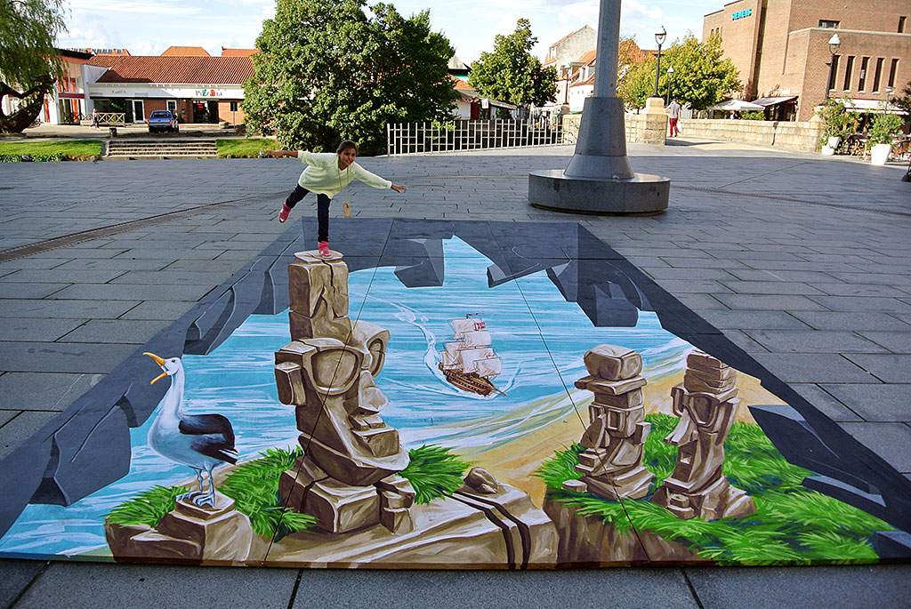 "3D Streetpainting ""A kind of Easter Island"" Vejle, Denmark"