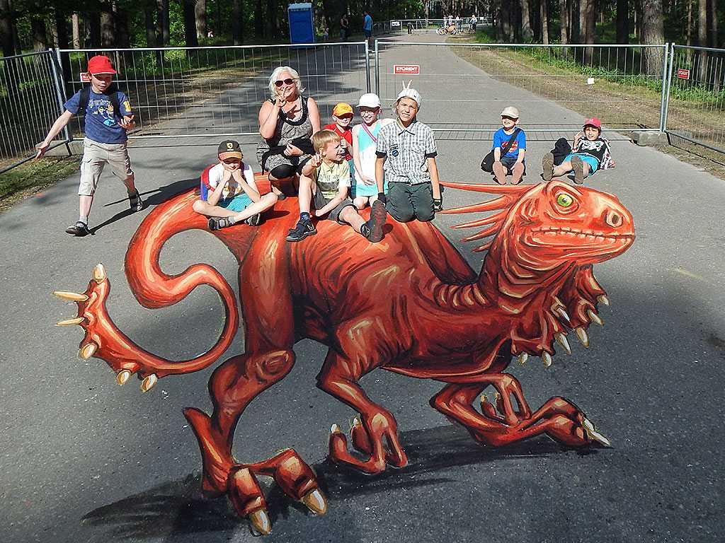 3d-streetpainting-3d-draconis-raptor-remko-van-schaik-3d-streetart-festival-illusions-of-riga-2016-3