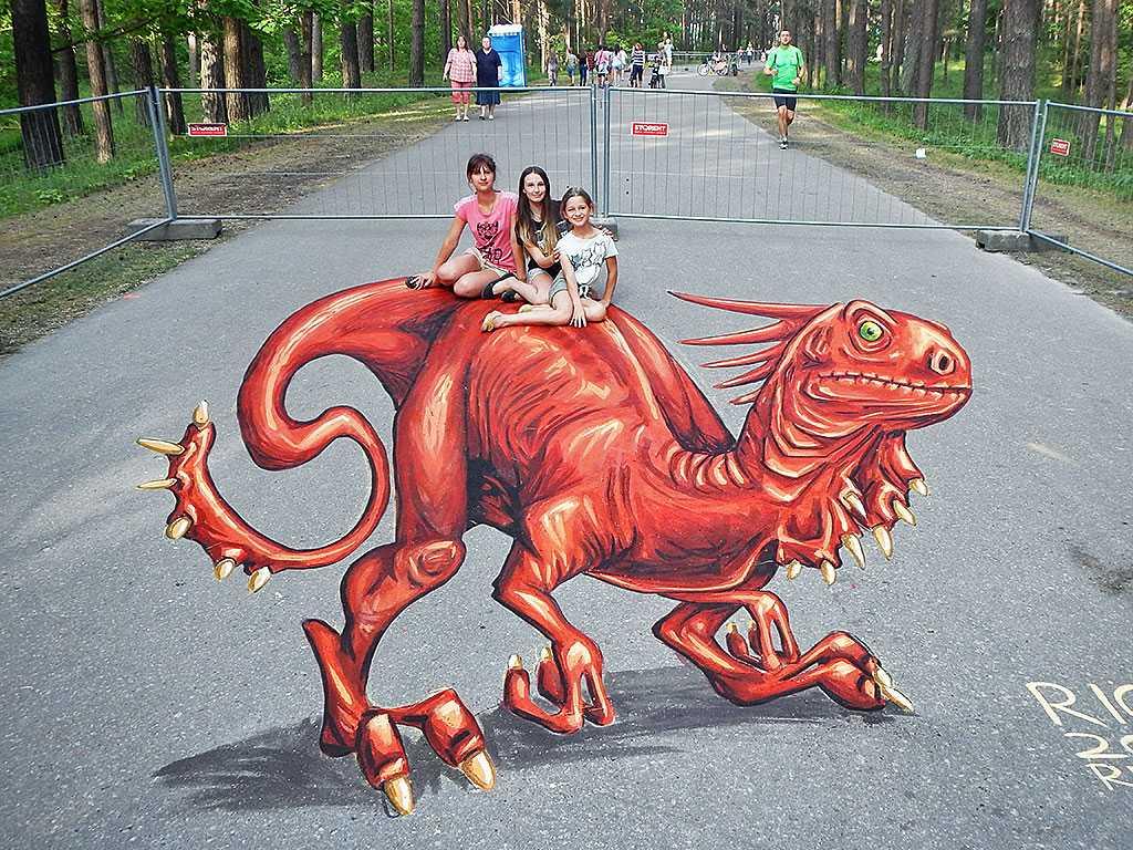3d-streetpainting-3d-draconis-raptor-remko-van-schaik-3d-streetart-festival-illusions-of-riga-2016-6
