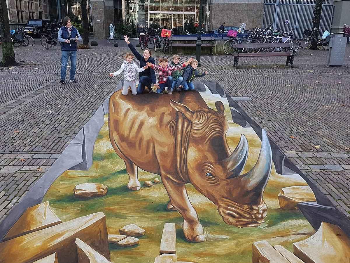 "3D Streetpainting ""3D Rhino WWF"" #STOPWILDLIFECRIME, The Hague"