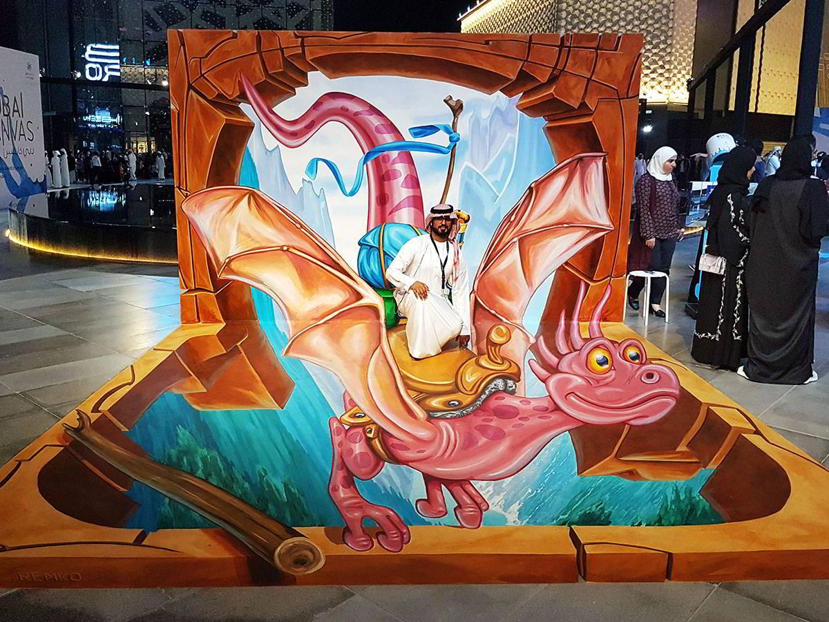 3D Streetpainting '3D Flying Dragon' at Dubai Canvas Festival 2017
