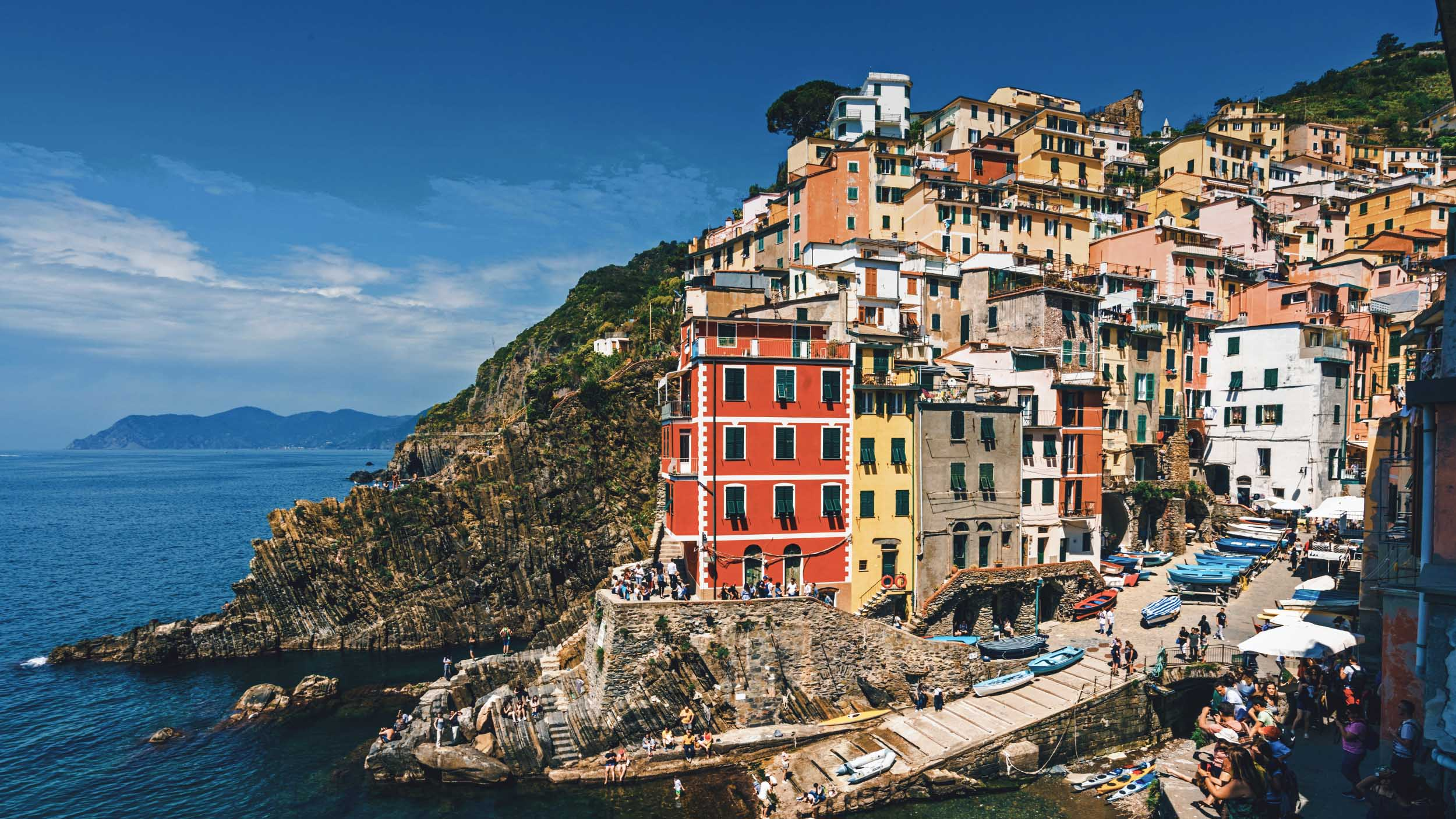 Cinque Terre italienische dörfer zwischen bergen am meer video thumpnail