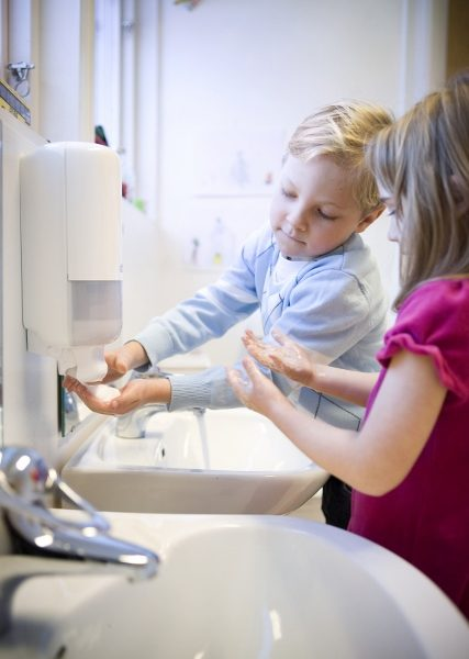 Papirhåndklæder giver færre sygedage i børnehaver