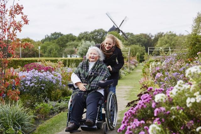 Dansk pleje- og omsorgskoncern bliver landsdækkende i Sverige
