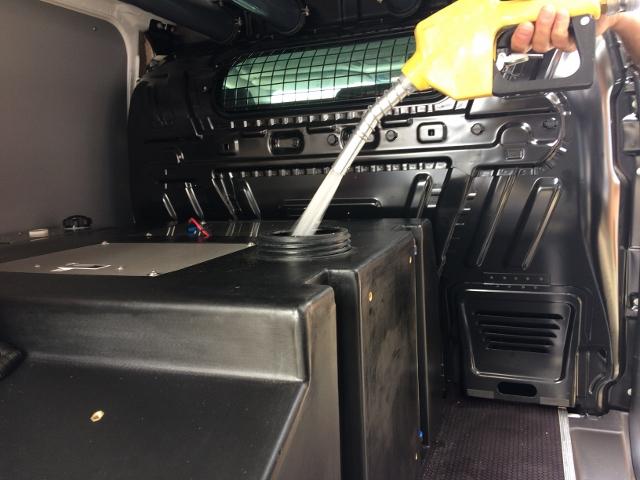 Fuldautomatiske tank-stationer til vinduespudsere