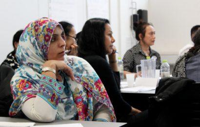 Branchen vil lære medarbejderne at tale dansk
