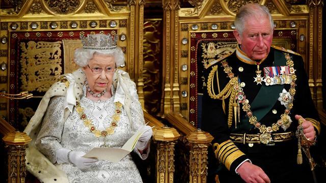 Mediabericht: De Republikeinen jaargang 2 nr. 10 Queen Elizabeth II en haar opvolger Prins Charles