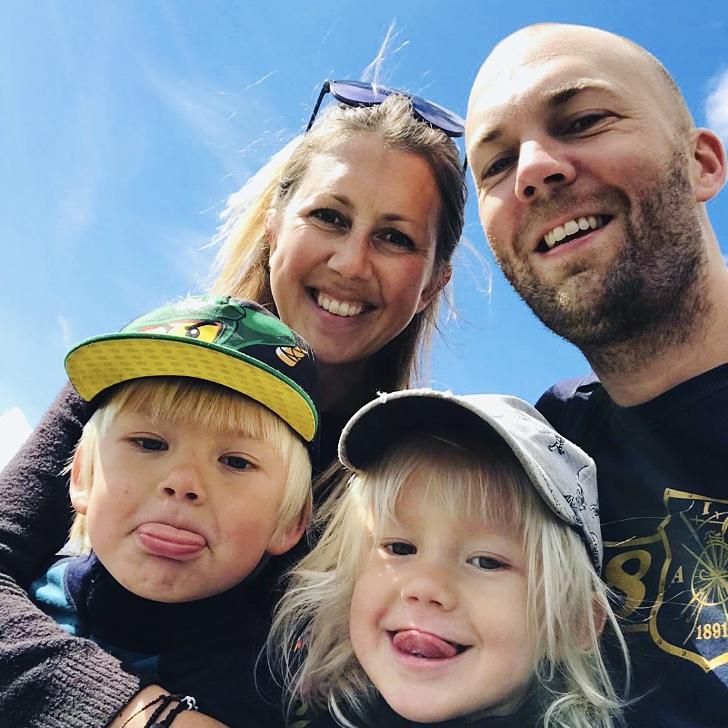 Familjen på väg ner från Åreskutan sommaren 2019.