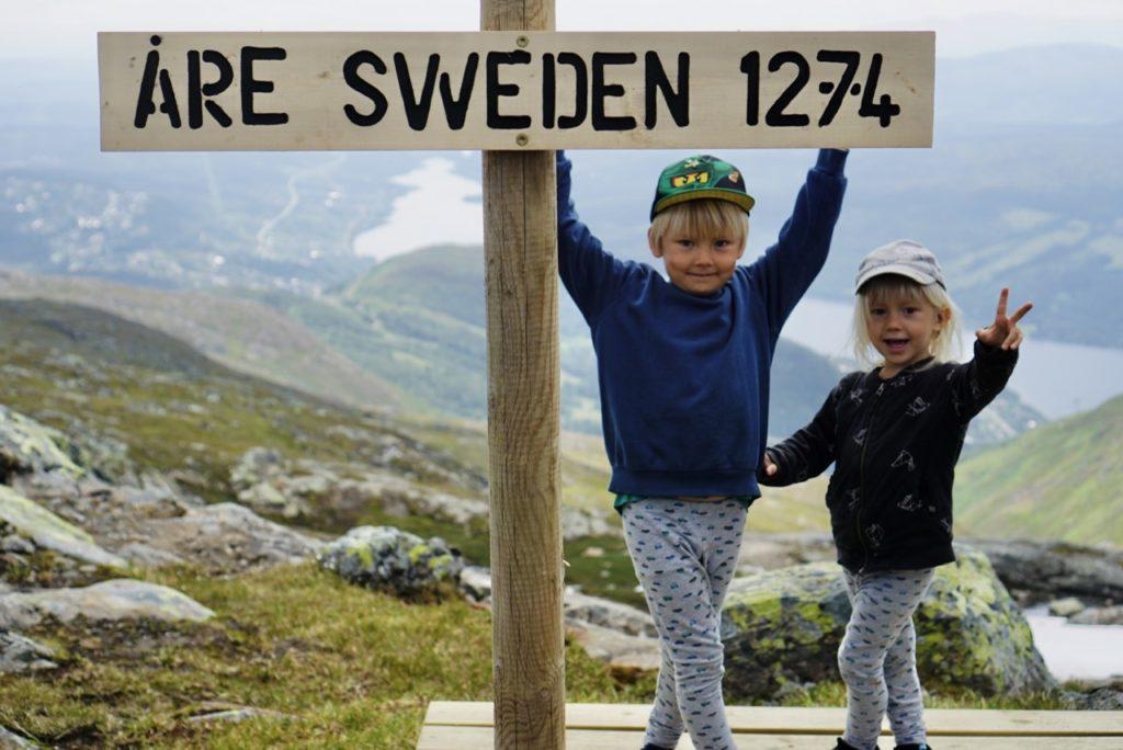 Love och Valter vid BaseCamp Åreskutan, sommaren 2019.