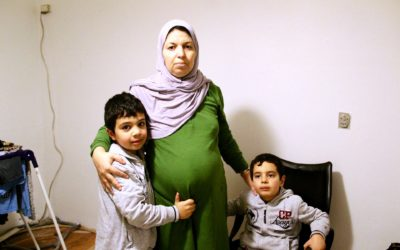 Højgravid kvinde bliver nu adskilt fra sine tre børn i Danmark