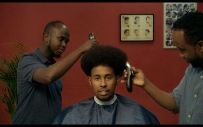 """Q's barbershop: """"Få en sindssyg klipning og et godt råd for kun 100 kr., habibi!"""""""