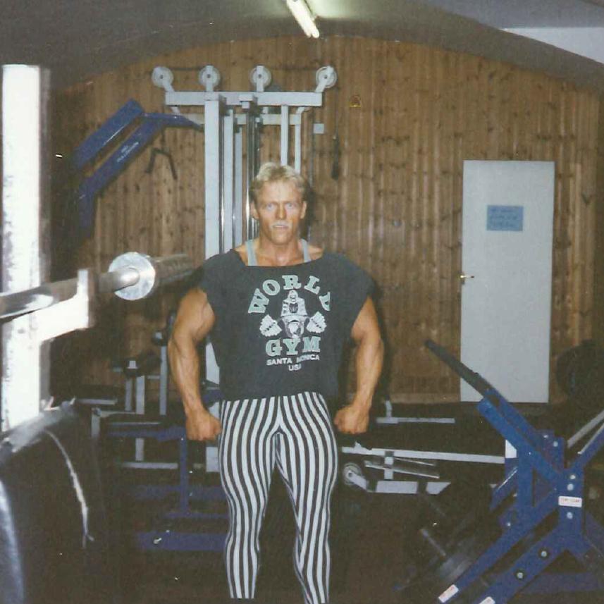 Retro Gym's Ejer - Kurt Pedersen (i centeret)