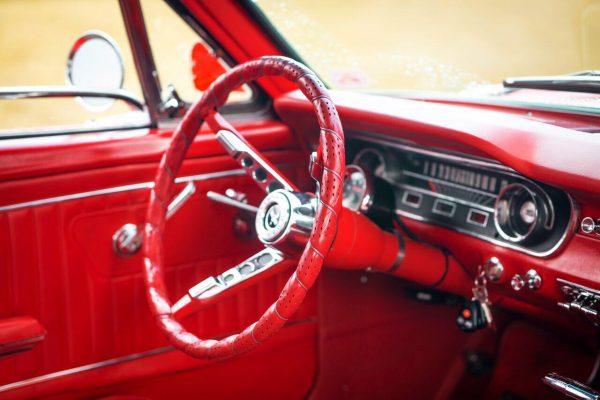 Ford Mustang Oldtimer1965 Innenraum mit Lenkrad