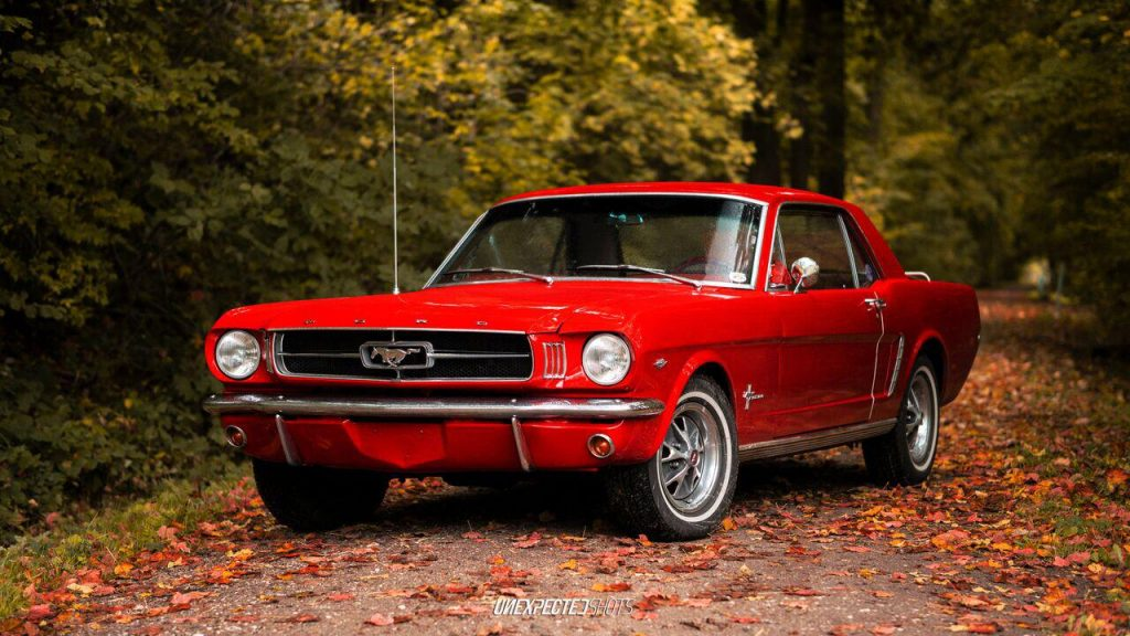 Autovermietung Roter Ford Mustang Coupe von 1965