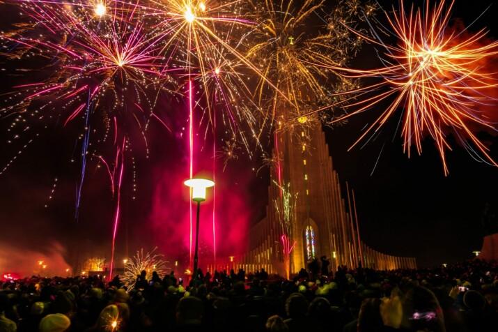 Vuurwerk nieuwjaar Hallgímskirkja
