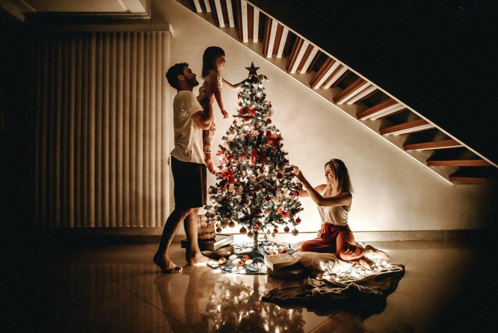 Optuigen kerstboom