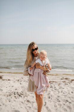 Met je baby naar het strand