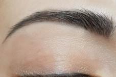 Nahaufnahme von Powder Brows Permanent Make-up