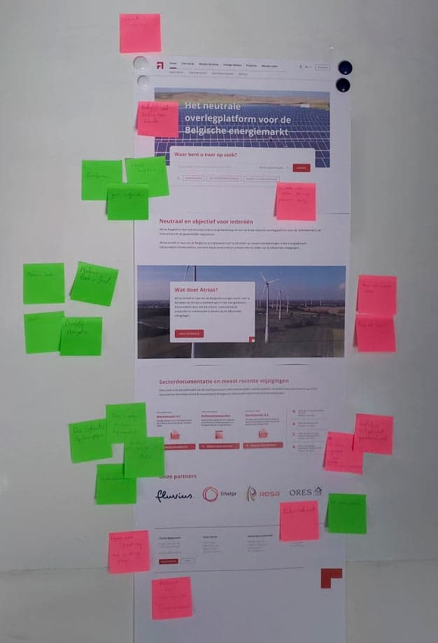Results from a workshop, using post-its to indicate positive and improvements on the website design