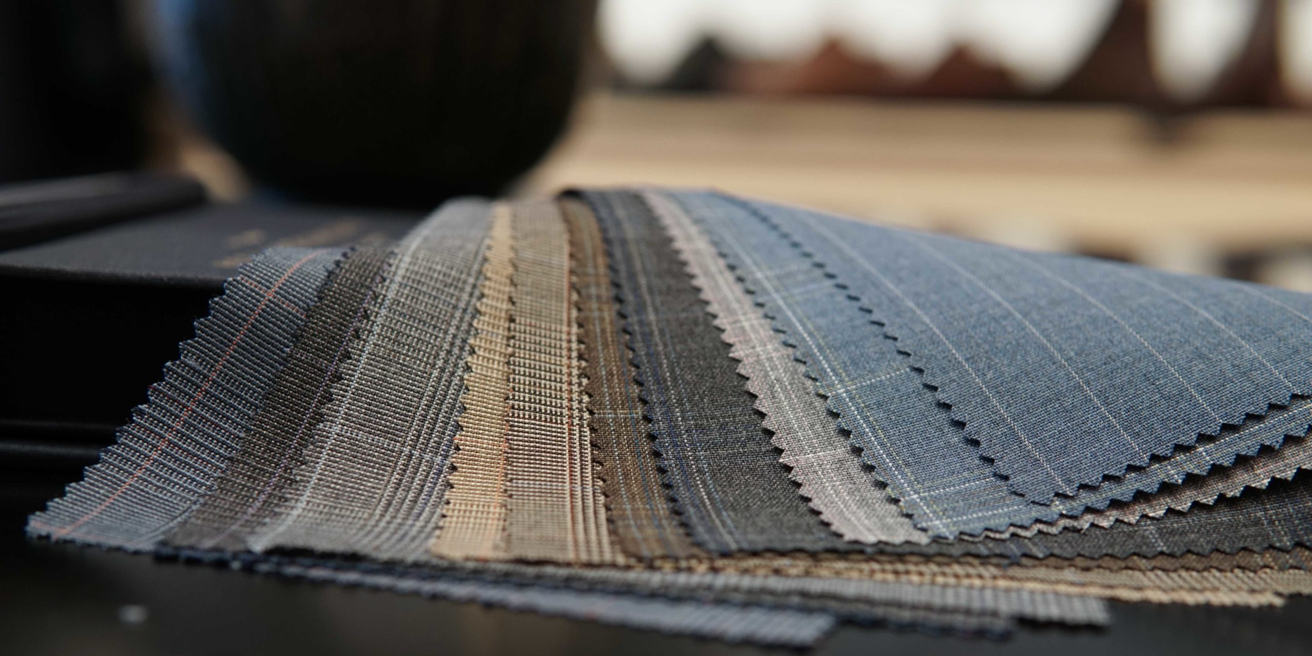 Tyger från Holland & Sherry Fabrics