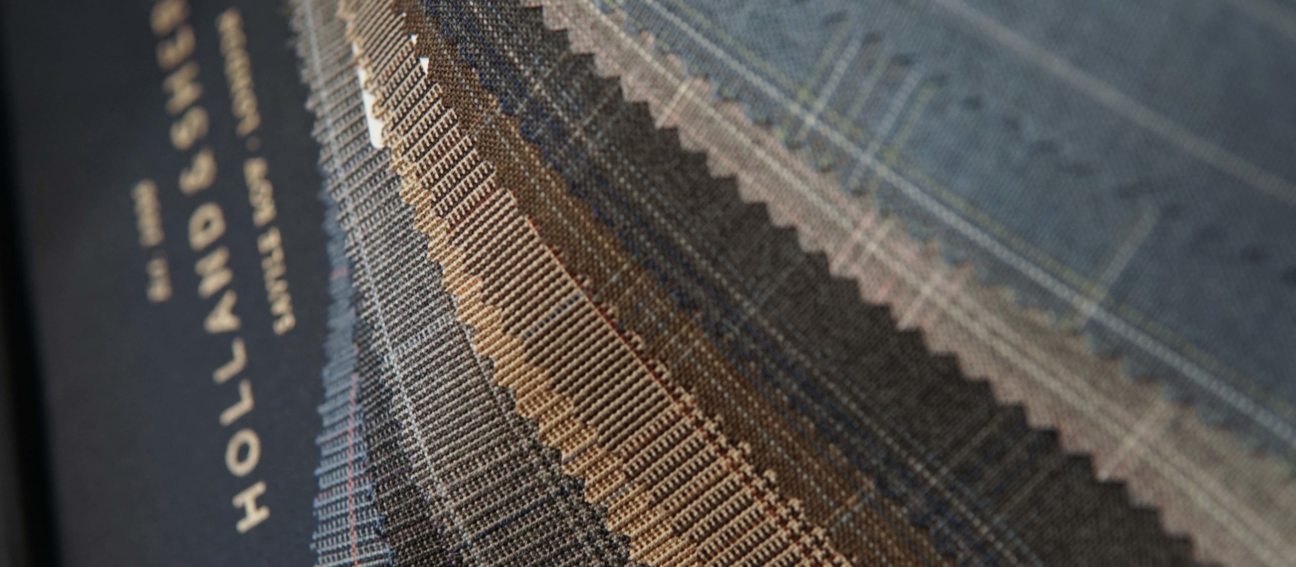 Tyger från Holland & Sherry Fabrics