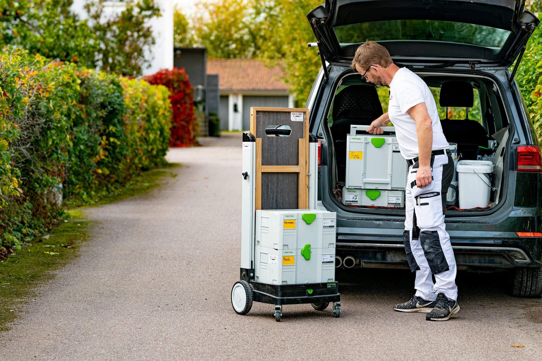 Unloading car with Festool gear