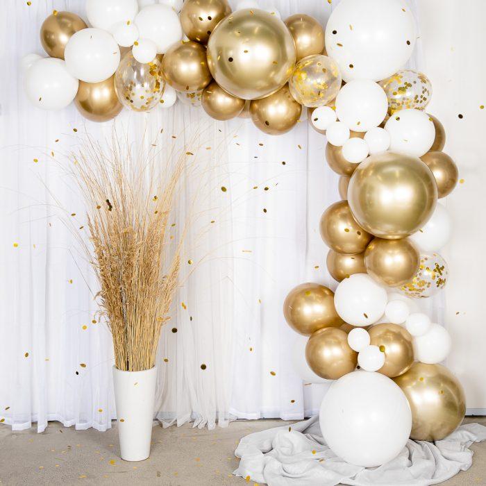 Ballong Arch gold En båge med guld och vita ballonger