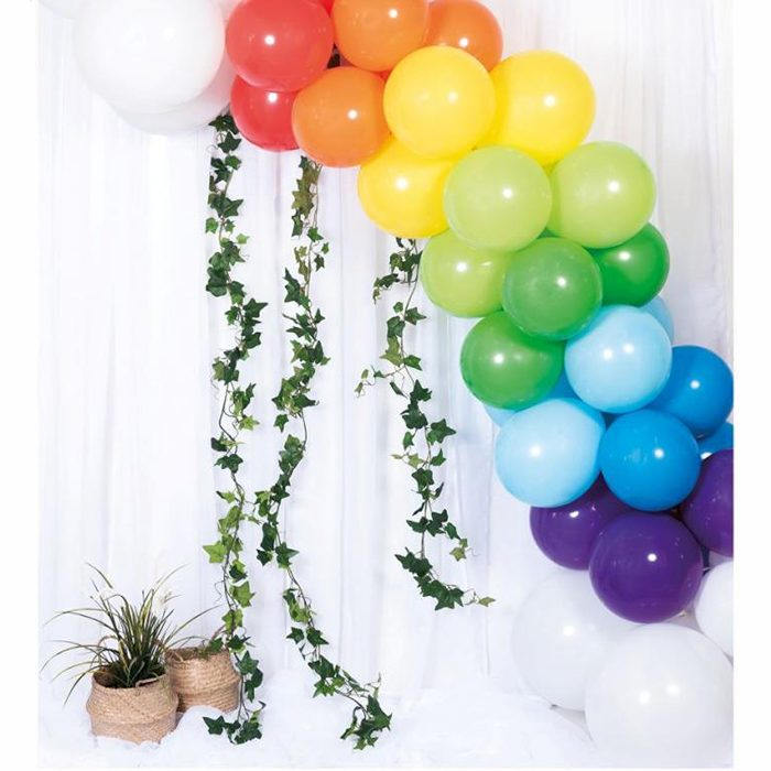 Ballong Arch rainbow En båge med blå, lila, grön, röd, gul, orange och vita ballonger
