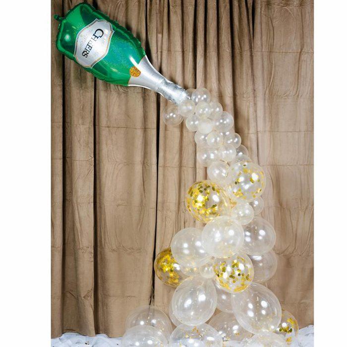 Ballong arch Champange En båge med transparenta ballonger som toppas av en folieballong som ser ut som en champangeflaska