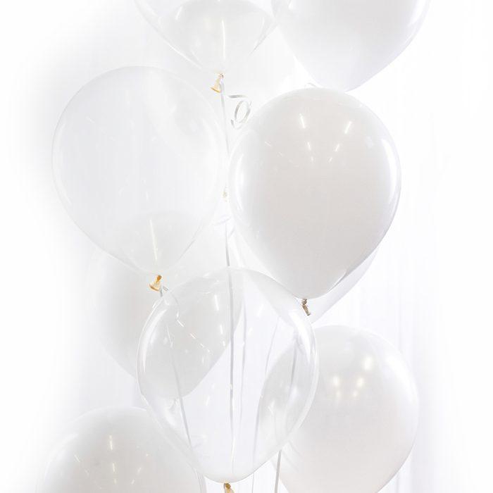 Ballongbukett vit Ett fång av vita och transparenta ballonger