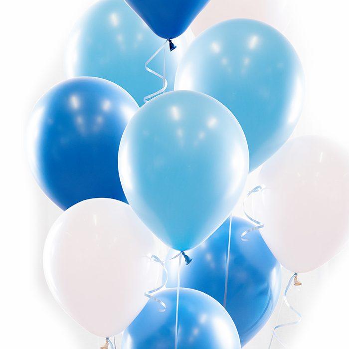 Ballongbukett blue Ett fång med mörkblå, ljusblå och vita ballonger.
