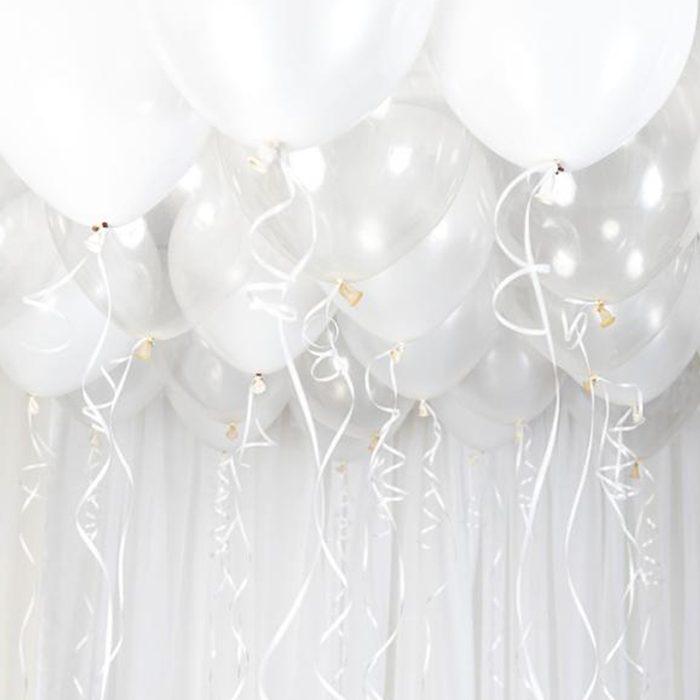 Ballong Ceiling vit Ett kit med vita ballonger att fästa i taket eller att blåsa upp med helium