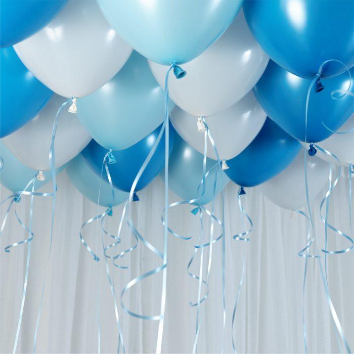 Ballong Ceiling blue Ett kit med blå och vita ballonger att fästa i taket eller att blåsa upp med helium