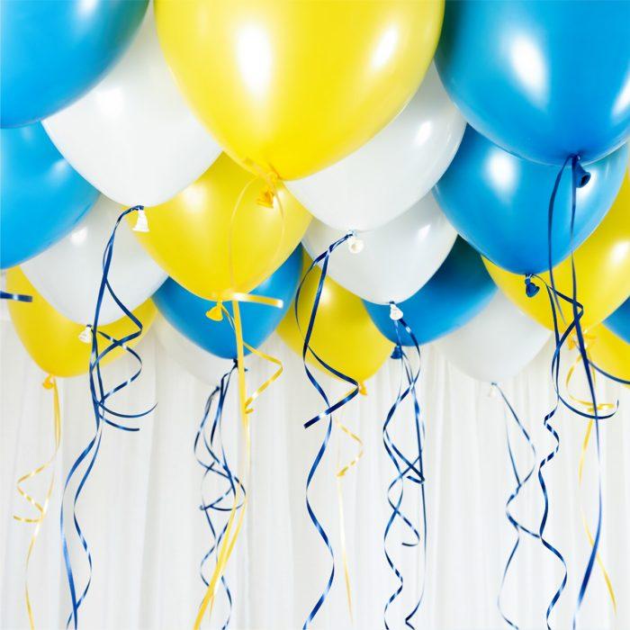 Ballong Ceiling Sweden Student Ett kit med gula, blå och vita ballonger att fästa i taket eller att blåsa upp med helium