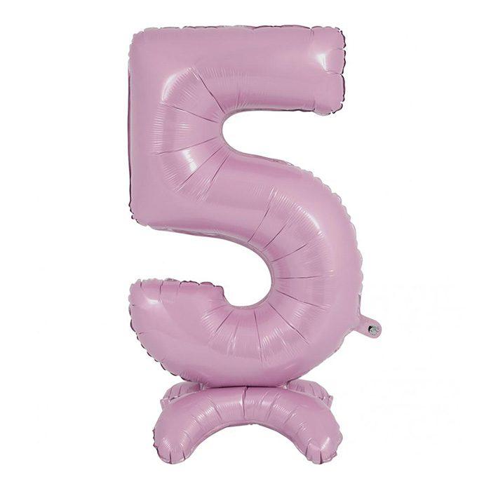 Siffran 5 som en pastellrosarosa folieballong
