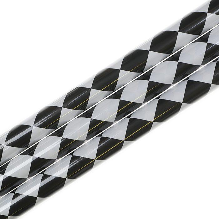 Presentpapper 70 x 200 cm rullar av presentpapper mönstrat som en checkered flag eller målfalgga. Svarta och vita rutor