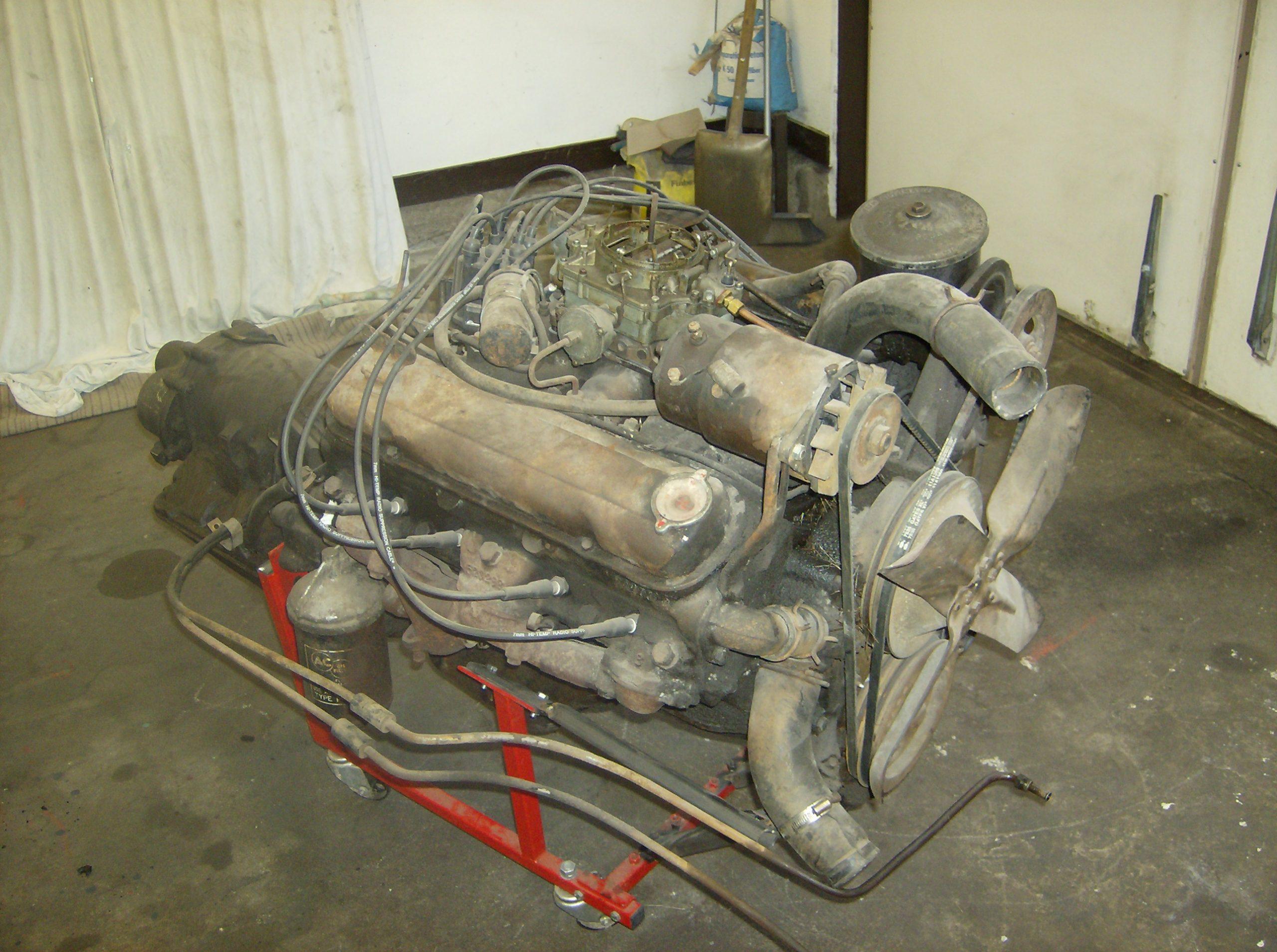 Pontiac 347 motor och Hydramatic låda före renovering