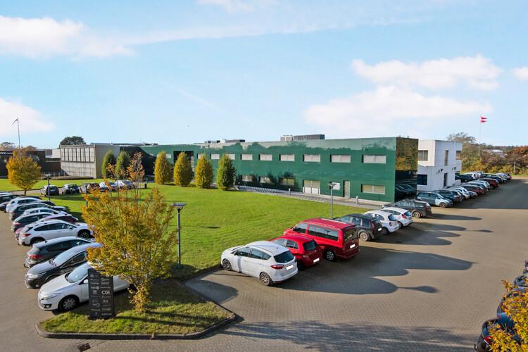 RTX Business Parks parkeringsplads i Nørresundby, Nordjylland. Kontorlejemål med kontor og kontorhotel.