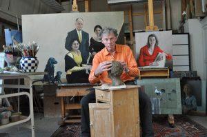 Rudolf Kortenhorst, beeldhouwer in zijn atelier, achtergrond opdrachten