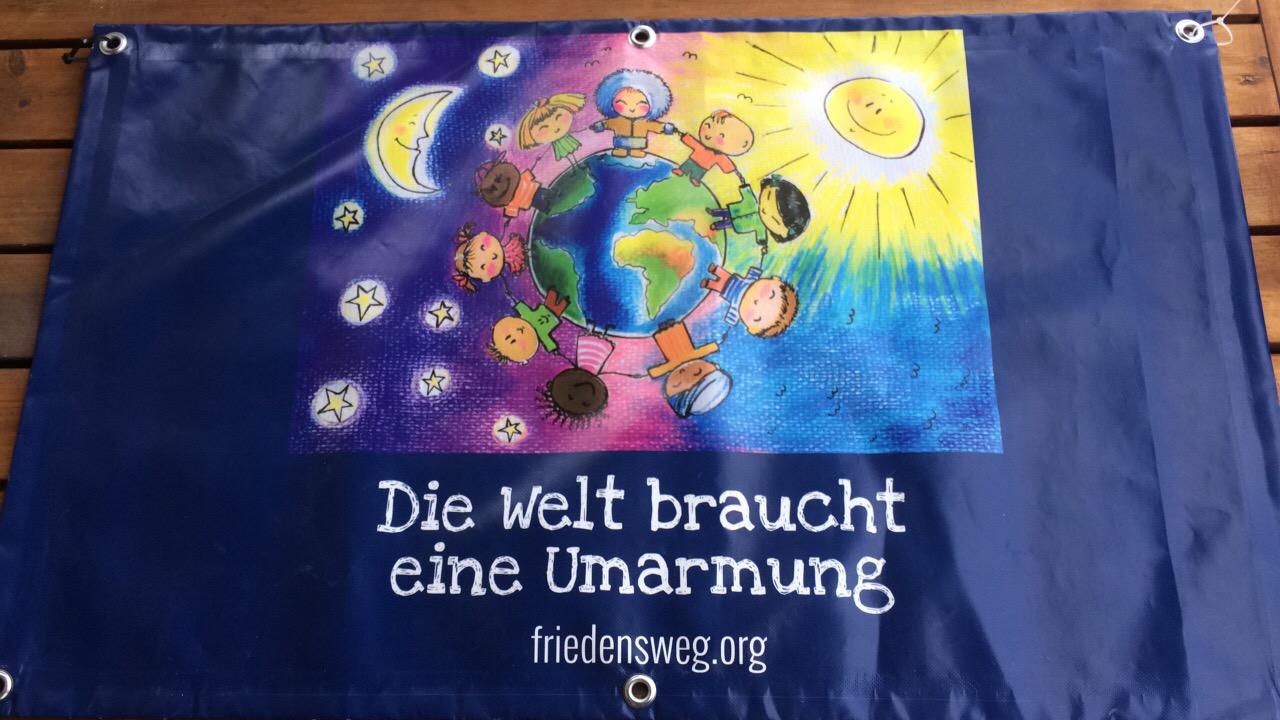 Friedensweg, Banner